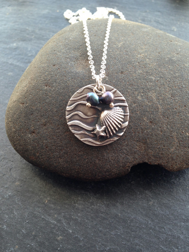 Fine silver beach scene necklace