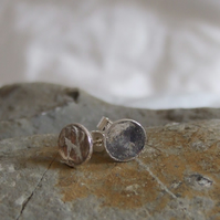Silver circular earrings: Reticulated circular sterling silver earring stud.