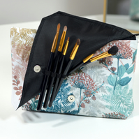 Makeup bag with brush holder - Zipper pouch for cosmetics