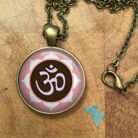 YOGA Symbol Namaste Glass Dome Round Cabochon Necklace Pendant Gift UK