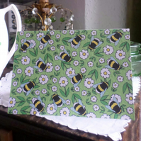 GREETINGS CARD – BUMBLE-DAISIES (free postage)