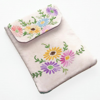 Kindle Paperwhite Case, Vintage Embroider Flowers