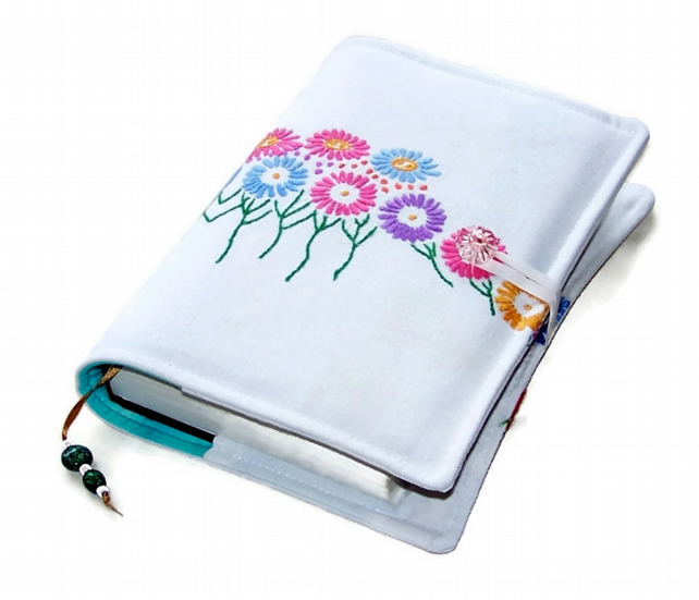 DAISY FLOWERS Book or Bible Cover Vintage Embroidery