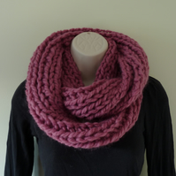 Chunky Knitted Infinity Scarf - Dusky Pink
