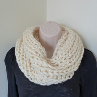 Chunky Knitted Cowl - Cream