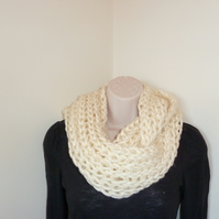 Chunky Knitted Infinity Scarf - Cream