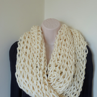Chunky Loose Knit Snood – Cream