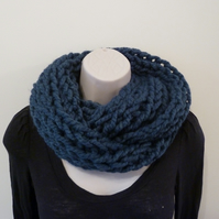 Chunky Loose Knitted Infinity Scarf - Blue