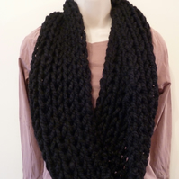 Chunky Loose Knitted Infinity Scarf - Black