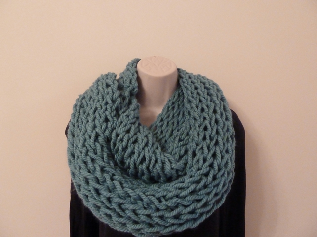 Chunky Knitted Infinity Scarf - Frost