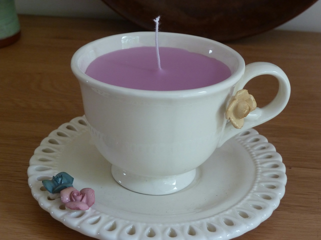 Candle in a tea cup - cream (pink)