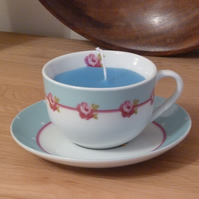 Candle in a tea cup - modern roses (blue)