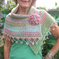 Shawl. Crochet shawl.  Photo tutorial. Optional detachable brooch or hair decor.