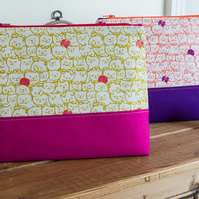 Project bag - a generously sized zipped pouch with detachable wristlet