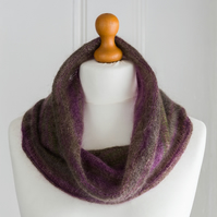 This cowl is a super soft and super warm cowl, hand knit and seamless