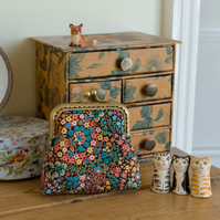 Coin purse made with Liberty Lawn in the ditsy print: 'Little Marquess'