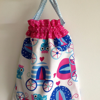Cute Carriages and Frogs Drawstring Bag