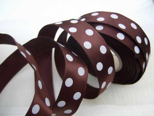Brown spotty ribbon