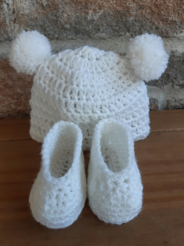 Baby hat and booties, crochet hat, crochet booties, handmade gift, baby gift set