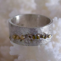 Reticulated White and Yellow Gold Wedding Band