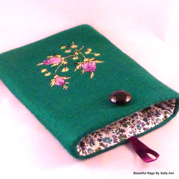 Rose Bud Embroidered Kindle 4 Case