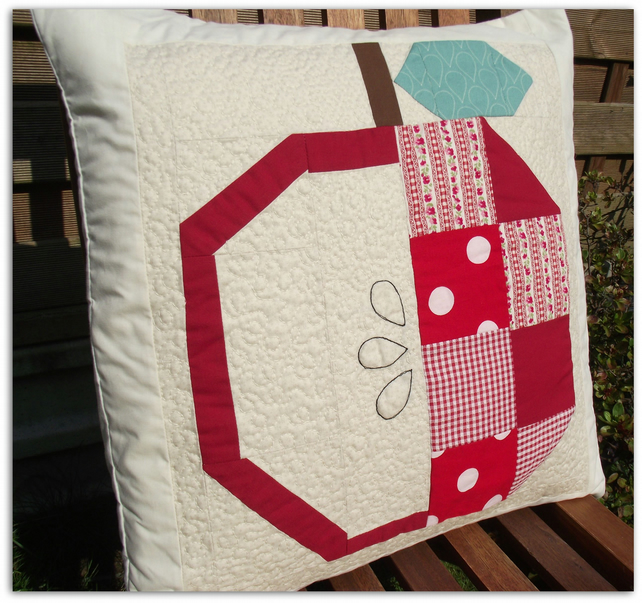 Patchwork Apple Cushion with free machine quilting