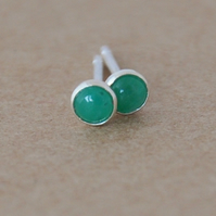 Emerald stud earrings 3 mm genuine sterling silver suitable for second piercing