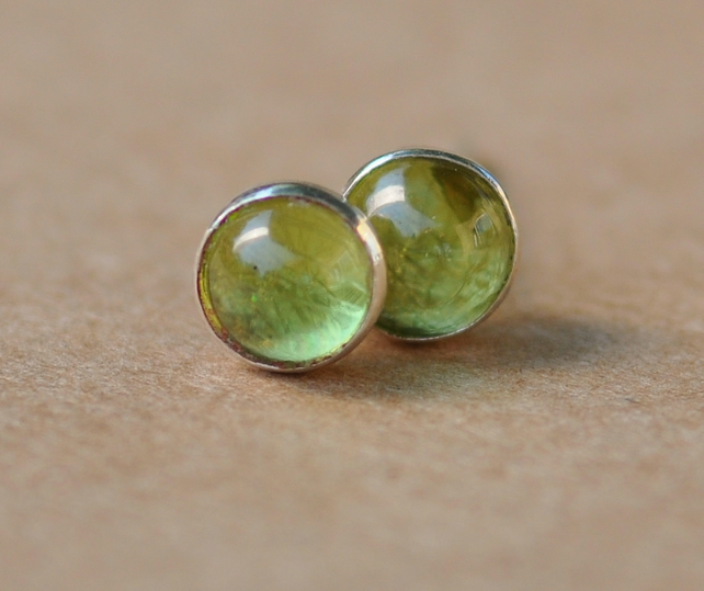Handmade Peridot and sterling silver earrings, 5 mm