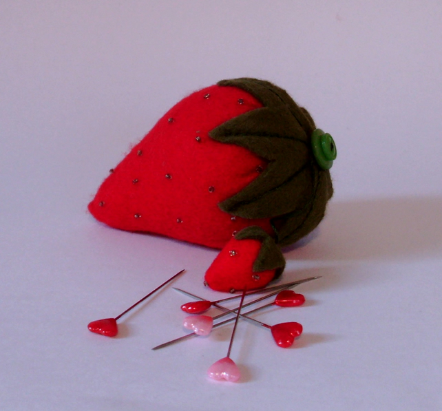 Strawberry pin cushion,pin cushion,pincushions,traditional strawberry