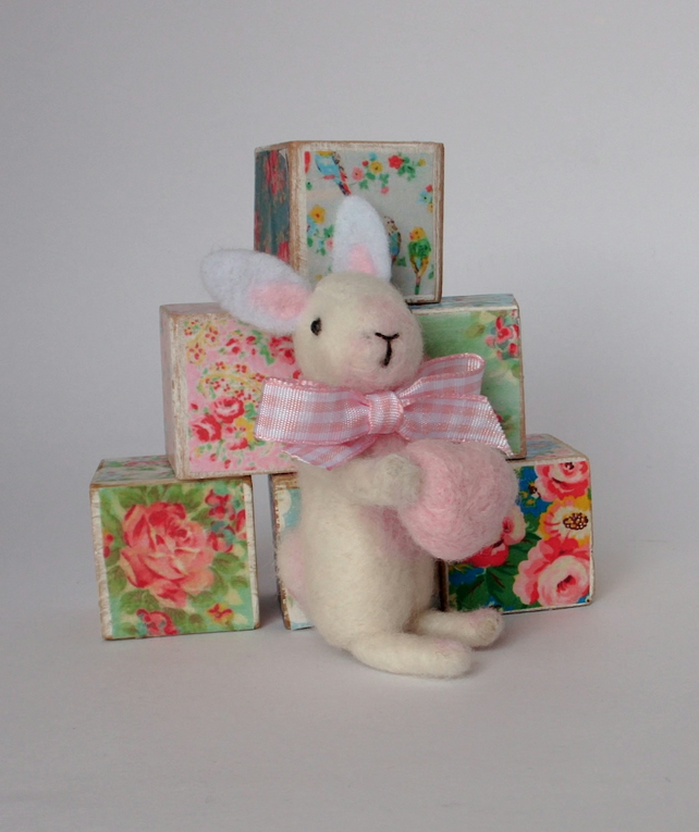 Needle felt rabbit,white rabbit,felt bunny,nursey decor,gift,valentine gift