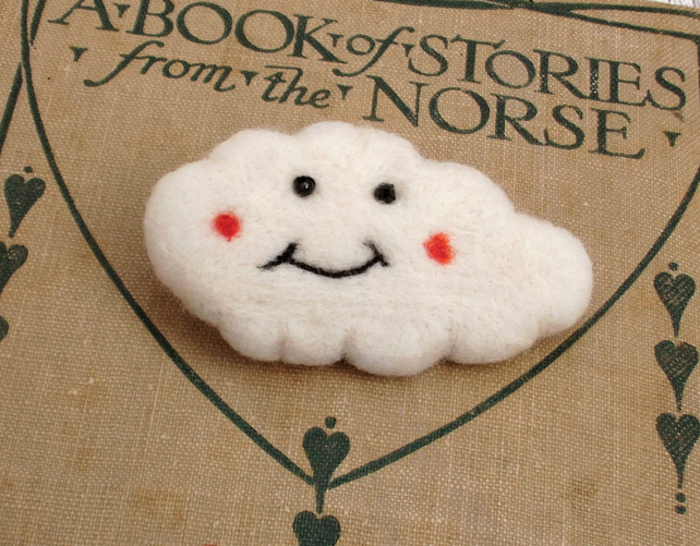 NEEDLE FELTED CLOUD BROOCH,needle felt,fun brooch