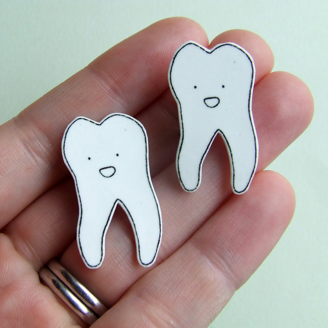 Tooth Badge - Small Illustrated Badge
