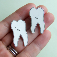 SALE Tooth Badge - Small Illustrated Badge