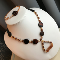 Pearl and Shell Pearl Necklace and Bracelet set Featuring Rose Gold Copper Plate