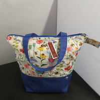 Medium Cottage Garden Theme project bags.