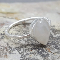 Silver rings. Moonstone Rings. Inkacreations. Freda. GOTA de ORO. Gift for Women