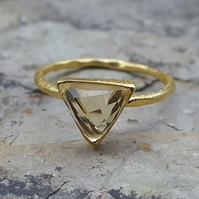 Triangle Ring. Gold Rings. CITRINE. INKACREATIONS. Rock and Roses .ARROW.