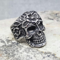 Skull and flowers Ring. Silver Skull. Punk Rock. Steel. Unisex. Man and Women