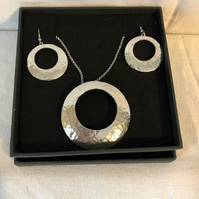 Lady Crow Pewter Round Pendant Set Necklace and Earrings in Presentation Box