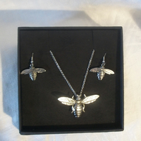 Lady Crow Pewter Bumble Bee Set Necklace and Earrings