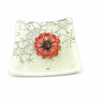 Poppy handpainted resin brooch.