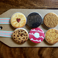 Biscuits - Pin Badge Set or Magnet Set