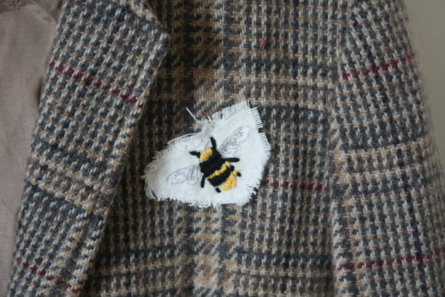 Bumble bee embroidered broach
