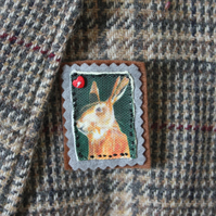 Hare broach in printed fabric and felt