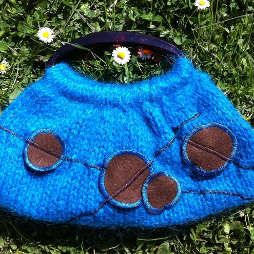 Small turquoise knitted bag with discs