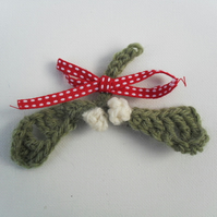 Crochet Mistletoe Brooch