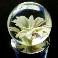 Cream Triple Lily Flower Glass Marble Bottle Stopper