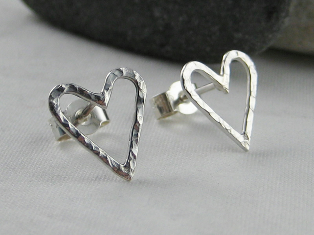 Sterling Silver Sparkly Hammered Open Heart Ear Stud Earrings 11mm