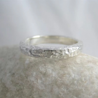 Sterling Silver Sparkly Hammered Toe Ring 3mm Wide Standard UK Size H (US-4)