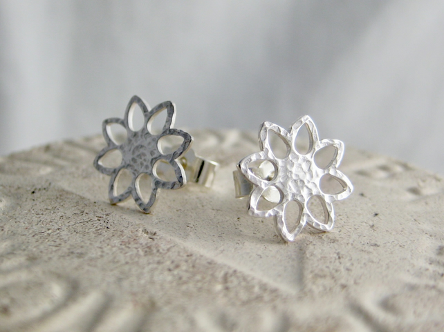 Sterling Silver Sparkly Hammered Open Flower Ear Stud Earrings 10.6mm